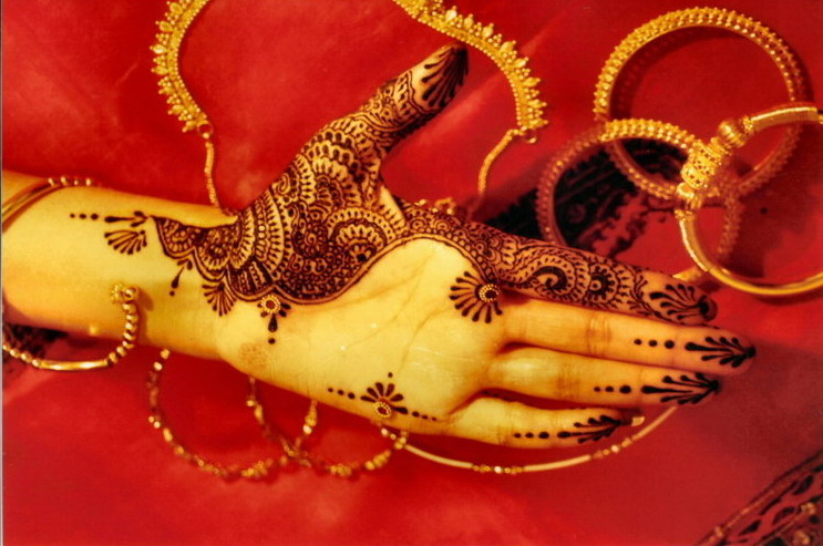 Mehendi Ceremony Meaning : Tattoos with henna tattoo kit equipment